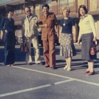 Slijeva nadesno: dr. Svjetlana Fajfer, dr. Zdravko Stipčević, dr. Ivan Negovetić, dr. Gordana Knežević i dr. Azra Hujdur na kraćem studijskom boravku u SAD u junu 1977. god.